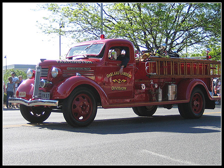 Memorial Day 2008: Vintage 1937 Fire Truck